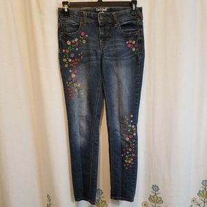 Other - Embroidered floral jeans